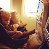 Sistemas de retención infantil en avión y CARES