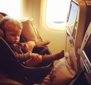 bebe-viajando-en-avion-300x280.jpg