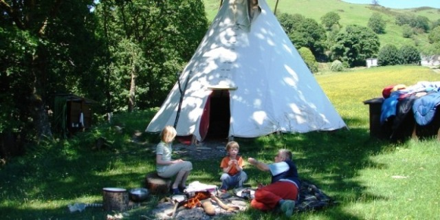 Family-Meadow-tipi