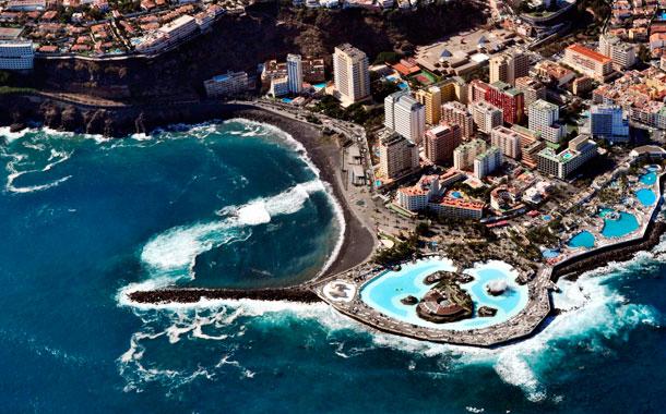 Tenerife en familia un dinosaurio en la maleta for Piscina municipal puerto de la cruz