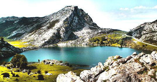 lago-enol-picos-de-europa.jpg