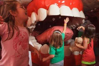 mujer gigante boca